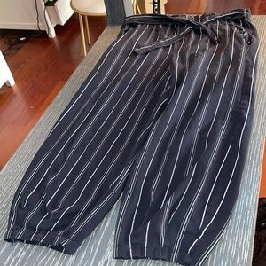 gently worn black and white flow pants